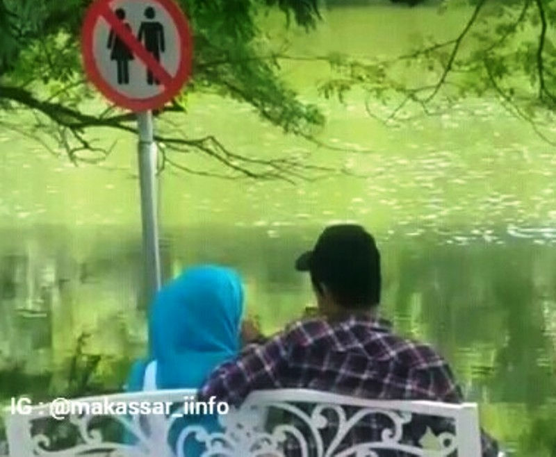 https: img-z.okeinfo.net content 2019 08 06 609 2088410 viral-sejoli-memadu-kasih-di-tempat-larangan-pacaran-langsung-dapat-ceramah-1tho5gwLjd.jpg