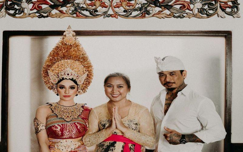 https: img-z.okeinfo.net content 2019 08 07 33 2088826 pakai-payas-agung-nora-dan-jerinx-sid-menikah-23y0F7tb1J.jpg