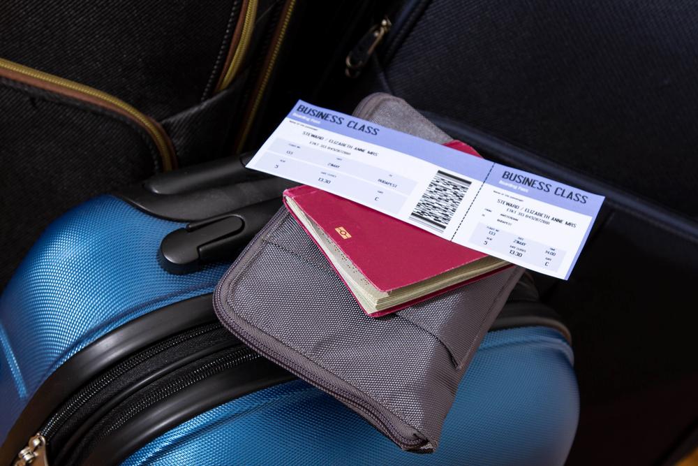 https: img-z.okeinfo.net content 2019 08 09 320 2089923 menhub-penentuan-tarif-tiket-pesawat-di-ri-berbeda-dengan-negara-lain-5n1MXgnHis.jpg
