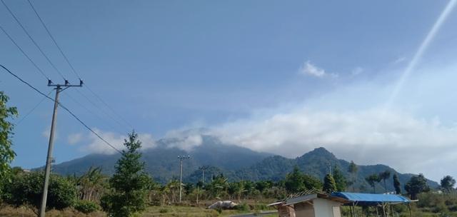 https: img-z.okeinfo.net content 2019 08 09 525 2089807 kebakaran-di-gunung-ciremai-meluas-hingga-300-hektar-ndAJ7bKwzt.jpg