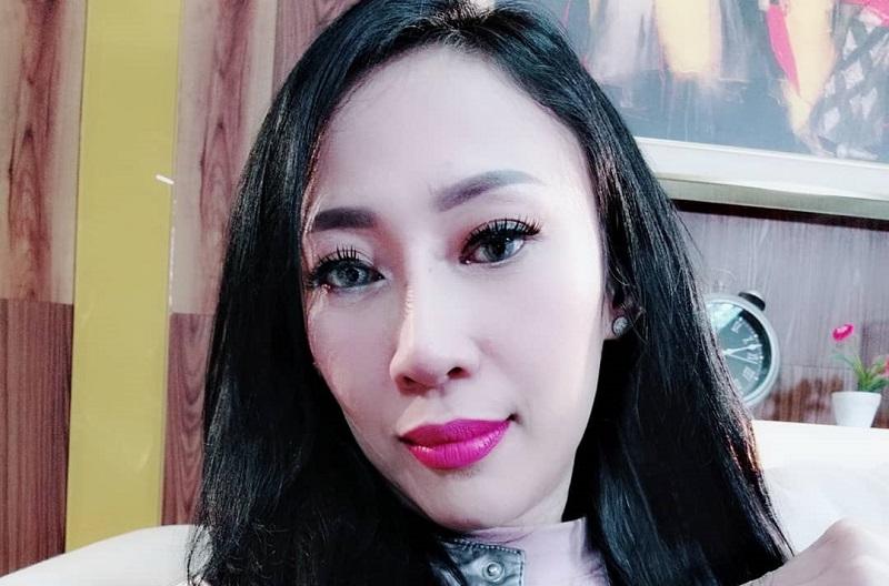 https: img-z.okeinfo.net content 2019 08 13 33 2091224 isu-kontroversial-dewi-sanca-hamil-2-kali-hingga-pamer-foto-syur-526D6S0Y0n.jpg
