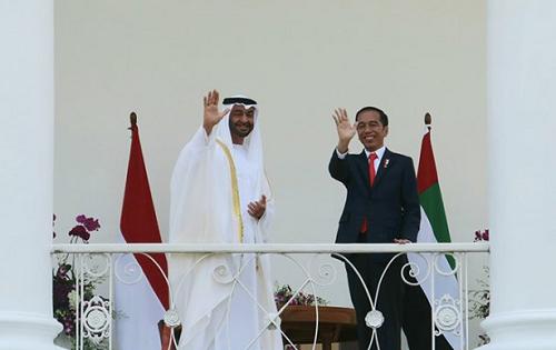 https: img-z.okeinfo.net content 2019 08 15 470 2092344 presiden-kaget-tiba-tiba-putera-mahkota-abu-dhabi-kirim-utusan-bangun-masjid-di-solo-ozF6v6aufd.png