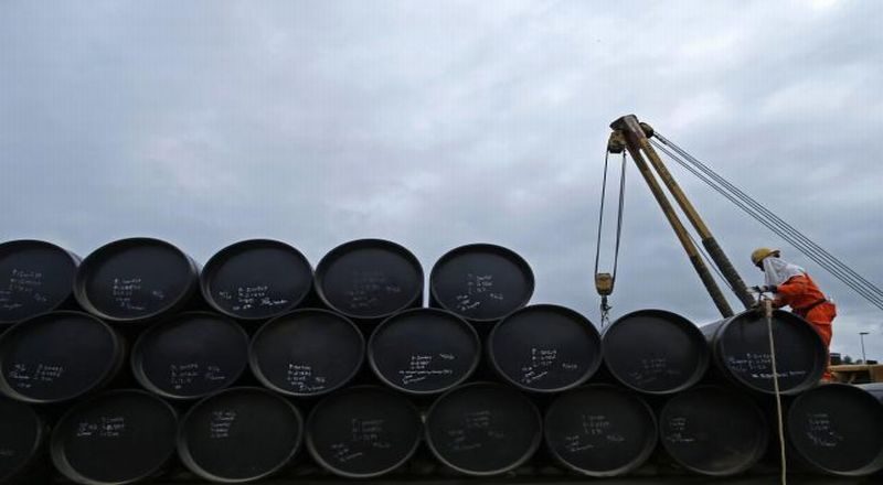 https: img-z.okeinfo.net content 2019 08 16 320 2092574 harga-minyak-mentah-turun-di-tengah-bayang-bayang-resesi-global-0YDwXC6efZ.jpg