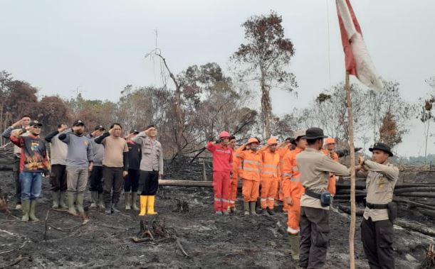 https: img-z.okeinfo.net content 2019 08 17 340 2093223 satgas-karhutla-gelar-upacara-hut-ke-74-ri-di-habitat-gajah-sumatera-yang-terbakar-HA0dsgrkvQ.JPG