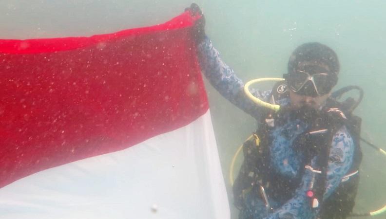 https: img-z.okeinfo.net content 2019 08 18 340 2093393 melihat-keberanian-ratusan-penyelam-kibarkan-merah-putih-di-bawah-laut-selat-sunda-x2oSZVwrPA.jpg
