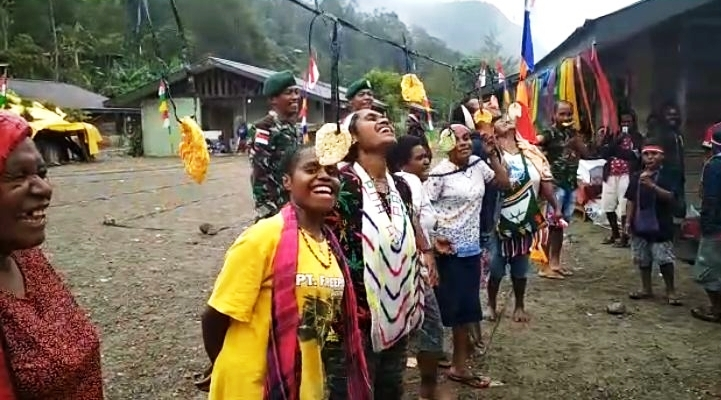 https: img-z.okeinfo.net content 2019 08 18 340 2093577 cornelis-omabak-cinta-kami-kepada-indonesia-sudah-harga-mati-sOCvRE7XpY.JPG