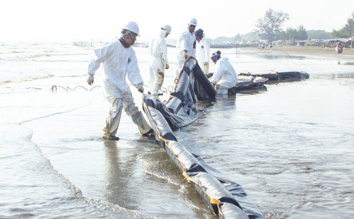 https: img-z.okeinfo.net content 2019 08 19 320 2094012 berapa-lama-pertamina-selesaikan-tumpahan-minyak-di-karawang-mcB1dYJjlJ.jpg