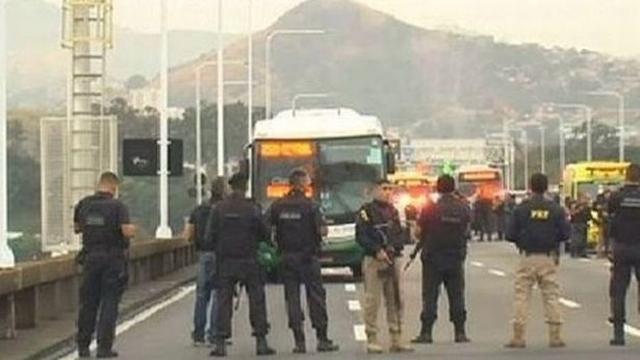 https: img-z.okeinfo.net content 2019 08 20 18 2094508 pembajak-bus-di-brasil-ditembak-mati-polisi-36-penumpang-selamat-Nh2DPL33Pb.jpg