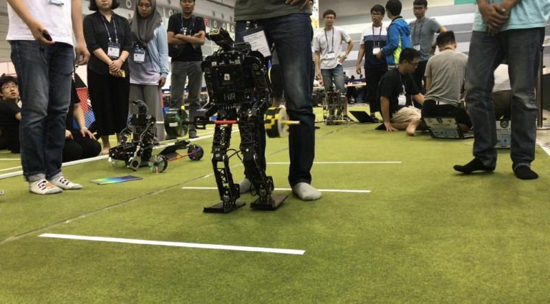 https: img-z.okeinfo.net content 2019 08 21 207 2094683 tim-robot-its-raih-14-penghargaan-di-ajang-internasional-fira-roboworld-cup-2019-rcUOxfxW9E.jpg