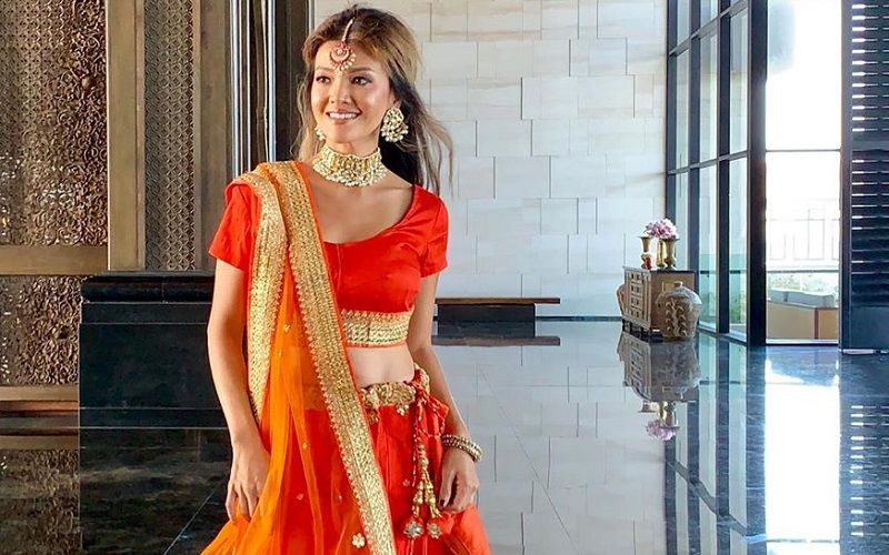 https: img-z.okeinfo.net content 2019 08 22 194 2095040 pesona-farah-quinn-berbusana-sari-cantik-bak-boneka-india-83BH0raTF9.jpg