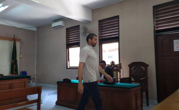 https: img-z.okeinfo.net content 2019 08 22 244 2095319 wn-prancis-pemilik-sabu-ganja-dituntut-6-tahun-penjara-j4sB4GGb02.JPG