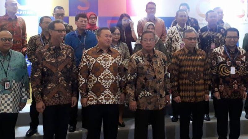 https: img-z.okeinfo.net content 2019 08 23 278 2095617 menko-darmin-pasar-modal-indonesia-tumbuh-2-600-kali-setelah-42-tahun-bSIouFiMzd.jpg
