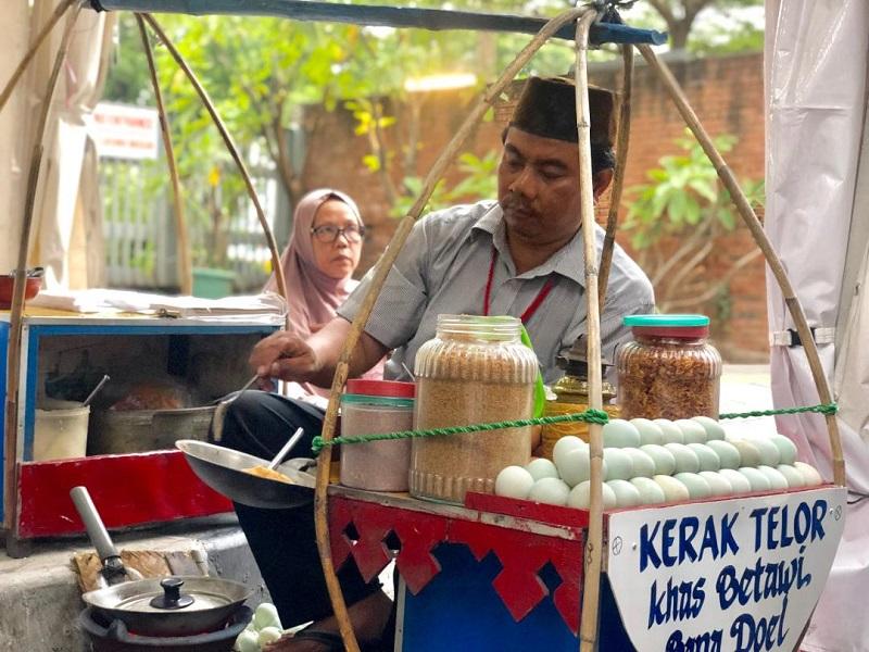 https: img-z.okeinfo.net content 2019 08 23 298 2095935 berburu-kuliner-betawi-di-festival-jalan-jaksa-ada-makanan-kesukaan-jokowi-lipLdgXpSR.jpg