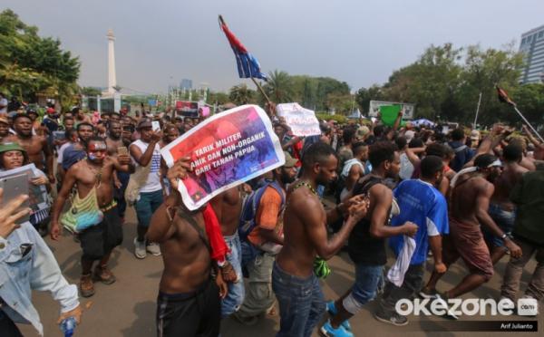 https: img-z.okeinfo.net content 2019 08 23 525 2095620 polisi-pemberi-miras-ke-mahasiswa-papua-berpangkat-kompol-C7opxi3OZr.jpg
