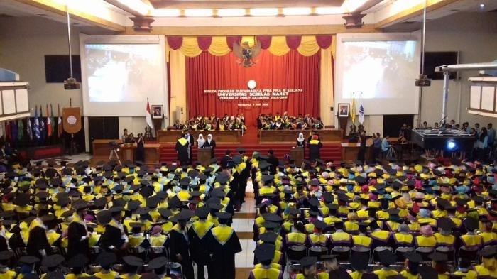 https: img-z.okeinfo.net content 2019 08 24 65 2096148 wisuda-1-807-lulusan-rektor-uns-gunakan-ilmu-yang-didapat-untuk-bantu-masyarakat-WWequWBYnR.jpg