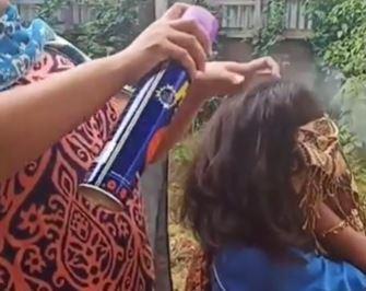 https: img-z.okeinfo.net content 2019 08 25 338 2096299 viral-wanita-ini-basmi-kutu-rambut-pakai-obat-nyamuk-semprot-2Nne76A2IG.JPG