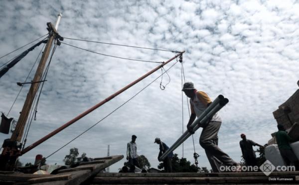 https: img-z.okeinfo.net content 2019 08 28 320 2097817 pelindo-iii-semen-indonesia-teken-kerjasama-bidang-logistik-hingga-energi-rwZS3ru1B5.jpg