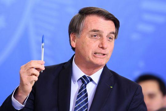 https: img-z.okeinfo.net content 2019 09 02 18 2099630 bertengkar-dengan-macron-presiden-brasil-ogah-pakai-pulpen-buatan-prancis-OsZZd9kPKu.jpg