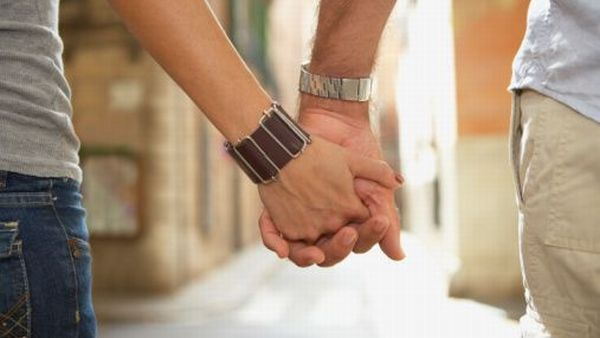 https: img-z.okeinfo.net content 2019 09 02 340 2099544 pasangan-gay-mahasiswa-dan-dosen-digerebek-warga-diduga-lagi-berduaan-di-kamar-trP4Ujkkji.jpg