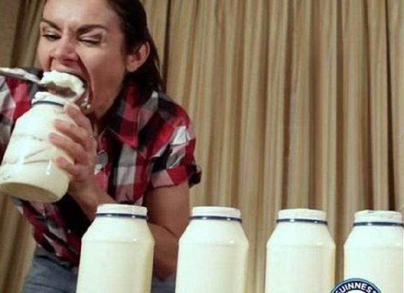 https: img-z.okeinfo.net content 2019 09 09 298 2102377 mantap-perempuan-ini-pecahkan-rekor-dunia-habiskan-3-toples-mayones-dalam-3-menit-xviwkUvt2Y.jpg