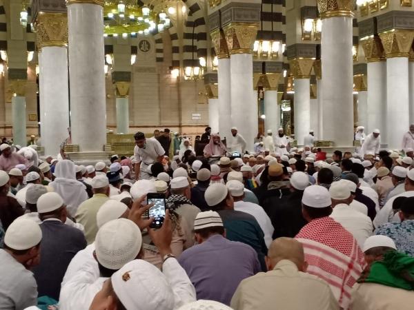 https: img-z.okeinfo.net content 2019 09 09 398 2102258 ini-esensi-arbain-salat-wajib-berjamaah-40-waktu-di-masjid-nabawi-xJKXswcVeZ.jpg