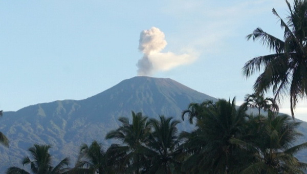https: img-z.okeinfo.net content 2019 09 10 512 2102797 gunung-slamet-digoyang-294-kali-gempa-status-masih-waspada-tVtDSuizKm.jpg