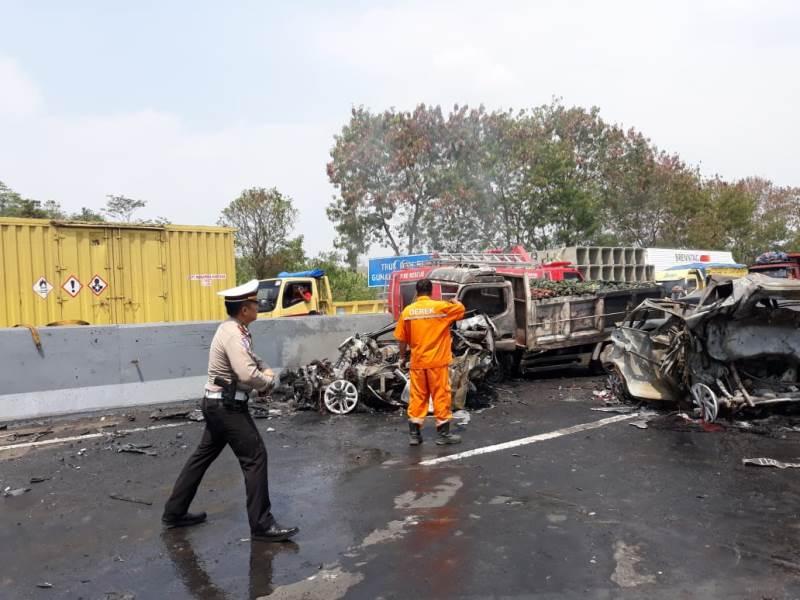https: img-z.okeinfo.net content 2019 09 10 52 2103132 kecelakaan-cipularang-pakar-safety-driving-kemampuan-pengemudi-deteksi-bahaya-minim-HeO0qXiUjy.jpeg