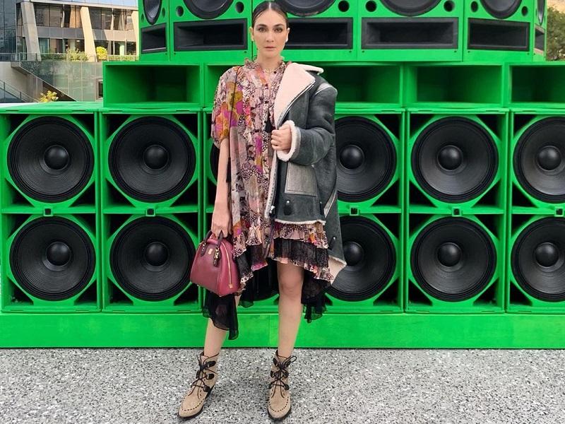 https: img-z.okeinfo.net content 2019 09 11 194 2103310 cantiknya-luna-maya-tampil-edgy-feminin-di-new-york-fashion-week-2019-ldsND4LElt.jpg