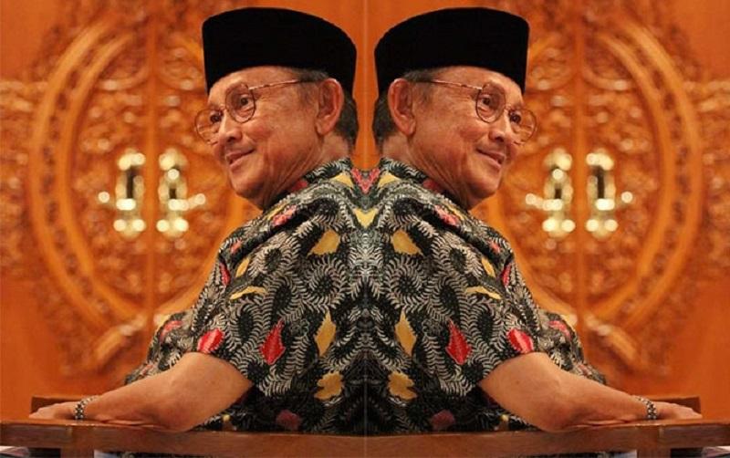 https: img-z.okeinfo.net content 2019 09 12 612 2103913 alasan-bj-habibie-dijuluki-mr-crack-yang-harumkan-bangsa-indonesia-Dd1LwAOm0t.jpg
