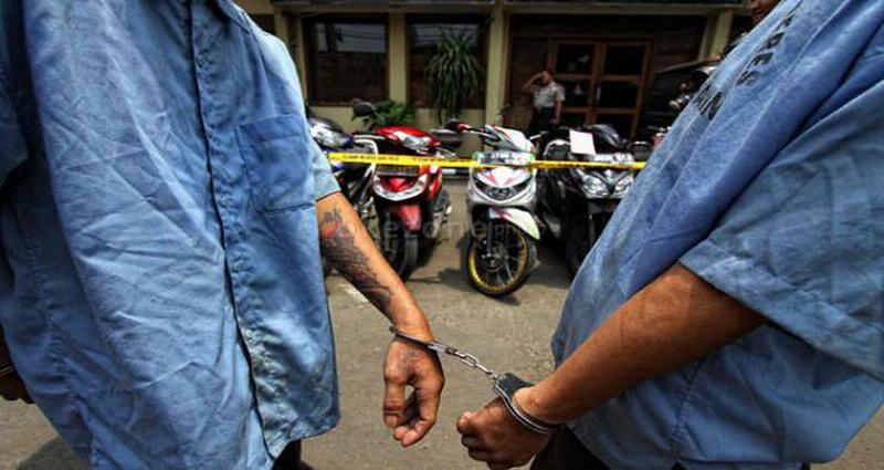 https: img-z.okeinfo.net content 2019 09 13 338 2104325 ngaku-anggota-polisi-dua-pelaku-curanmor-babak-belur-dihajar-warga-FeWgB8ZNPQ.jpg