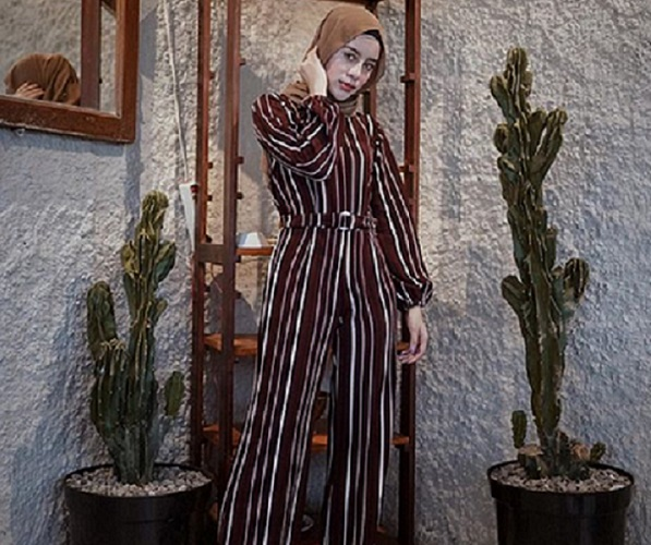 https: img-z.okeinfo.net content 2019 09 13 614 2104551 5-inspirasi-hijab-jumpsuit-agar-jalan-jalan-kamu-makin-asyik-oASsH6cCfD.jpg