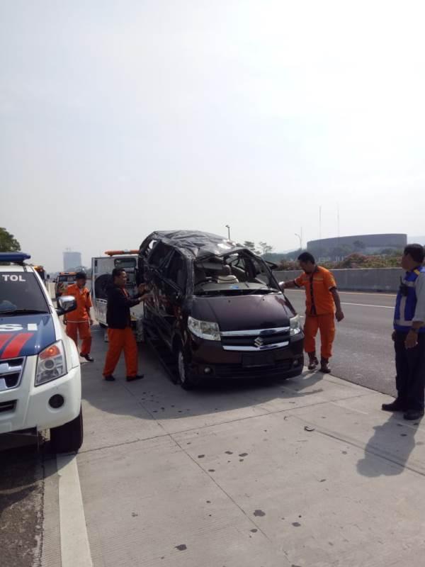 https: img-z.okeinfo.net content 2019 09 15 52 2105032 kecelakaan-di-sentul-ingatkan-pengemudi-pentingnya-lakukan-pengecekan-ban-mobil-YlXaB1veiO.jpg