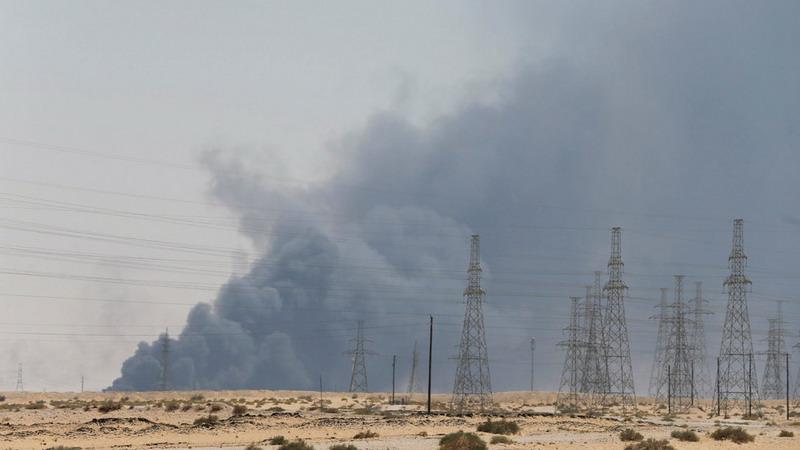 https: img-z.okeinfo.net content 2019 09 16 18 2105394 locked-and-loaded-trump-nyatakan-as-siap-respons-serangan-fasilitas-minyak-saudi-Jb0TeYyCuR.jpg
