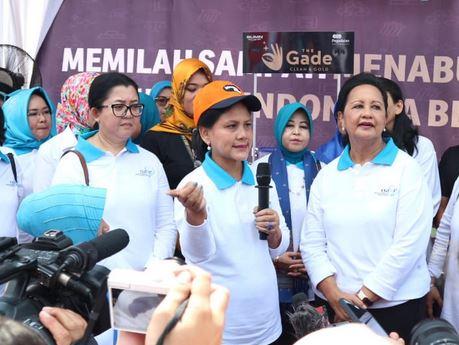 https: img-z.okeinfo.net content 2019 09 16 337 2105264 sambangi-kali-bahagia-ibu-negara-canangkan-gerakan-indonesia-bersih-hvPR3PPT6H.JPG