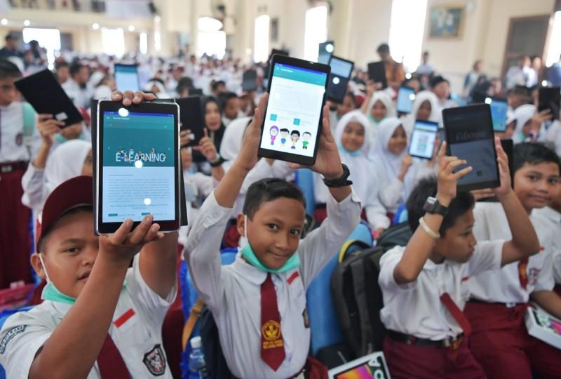 https: img-z.okeinfo.net content 2019 09 19 207 2106844 kemendikbud-luncurkan-program-digitalisasi-sekolah-Es7RXBAdtW.jpg