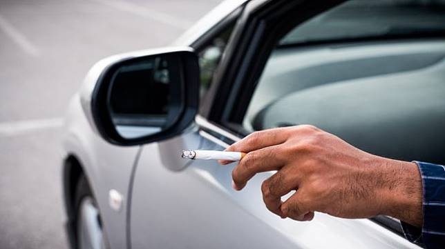 https: img-z.okeinfo.net content 2019 09 19 52 2106746 cukai-rokok-naik-kenali-sulitnya-menghilangkan-bau-asap-rokok-di-kabin-mobil-jaHXQ9cQjl.jpg