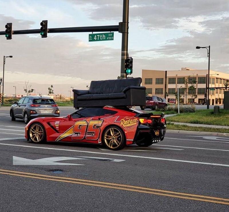 https: img-z.okeinfo.net content 2019 09 19 52 2106940 gaya-sultan-pemilik-corvette-c7-gunakan-supercarnya-untuk-angkut-sofa-Qb02kTa6cK.jpg