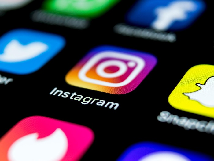 https: img-z.okeinfo.net content 2019 09 20 207 2107414 instagram-terapkan-batasan-usia-pengguna-untuk-akses-iklan-kosmetik-kkEQTDXy9O.jpg