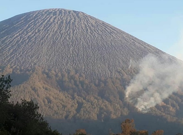 https: img-z.okeinfo.net content 2019 09 23 519 2108055 gunung-semeru-ditutup-total-imbas-kebakaran-sampai-ranu-kumbolo-BtiYx0CEPa.jpg