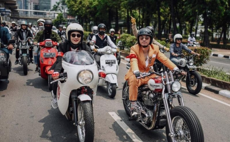 https: img-z.okeinfo.net content 2019 09 24 199 2108687 6-artis-pecinta-motor-akan-touring-sejauh-1-000-km-menuju-timur-indonesia-YAnTgC1lX0.jpg