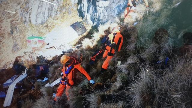 https: img-z.okeinfo.net content 2019 09 25 337 2109155 4-korban-jatuhnya-pesawat-twin-otter-di-papua-dibawa-ke-rsud-mimika-4cpuBeTepd.jpg