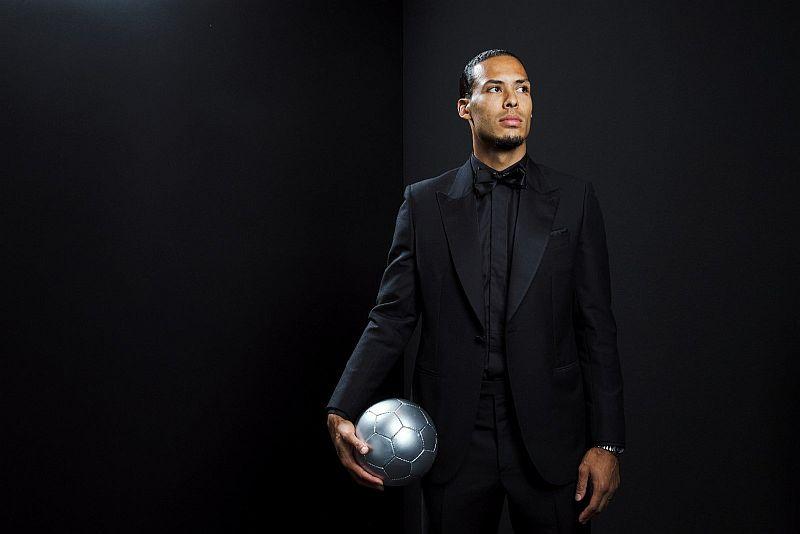 https: img-z.okeinfo.net content 2019 09 25 51 2109076 van-dijk-tak-terpilih-jadi-pemain-terbaik-fifa-karena-berposisi-bek-ZBRLBrG42G.jpg