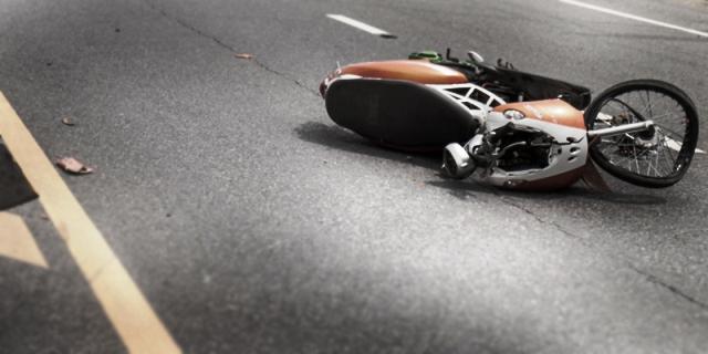 https: img-z.okeinfo.net content 2019 09 29 340 2110615 mahasiswi-pengendara-motor-meninggal-ditabrak-truk-usai-jatuh-kena-lubang-PJJPeqGpc5.jpg