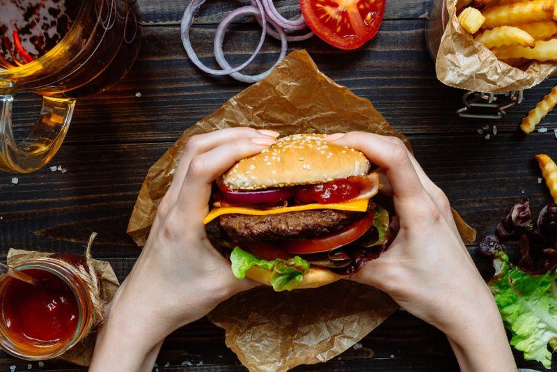 https: img-z.okeinfo.net content 2019 09 30 298 2110881 burger-king-tak-jual-produk-andalannya-karena-mcdonald-ada-apa-q59eKi2lFx.jpg