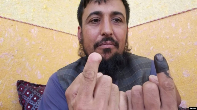 https: img-z.okeinfo.net content 2019 10 01 18 2111554 jari-dipotong-taliban-safiullah-safi-tak-kapok-ikut-pemilu-afghanistan-n67xXWWbft.jpg