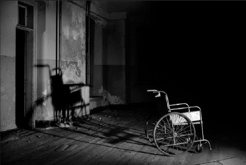 https: img-z.okeinfo.net content 2019 10 02 612 2112025 viral-di-medsos-kursi-roda-gerak-sendiri-di-rumah-sakit-yEzeHfWhCp.jpg