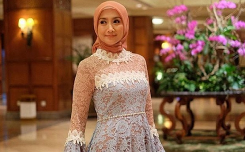 https: img-z.okeinfo.net content 2019 10 02 617 2112032 cantiknya-gaya-hijab-desy-ratnasari-saat-pelantikan-dpr-ri-R3FBDp3OE3.jpg