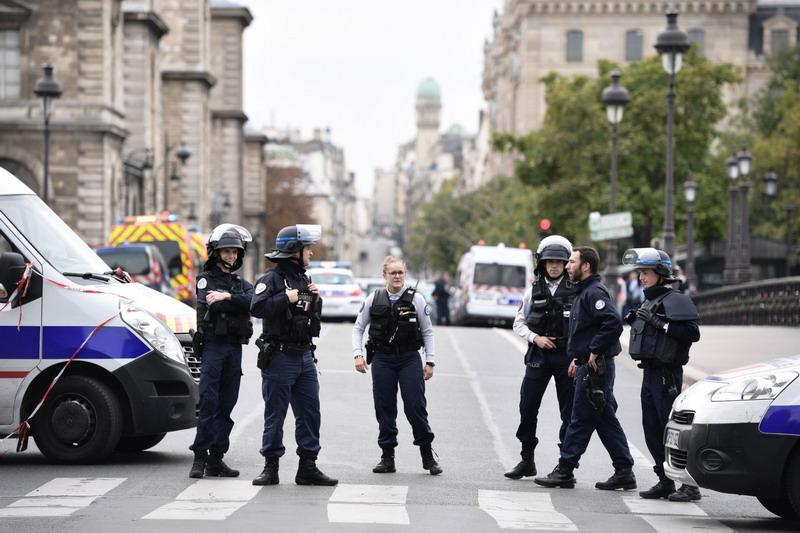 https: img-z.okeinfo.net content 2019 10 04 18 2112761 pria-bersenjata-pisau-tewaskan-empat-orang-di-markas-besar-kepolisian-prancis-b6QKRSWmF4.jpg