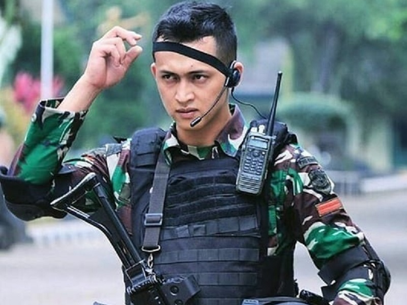 https: img-z.okeinfo.net content 2019 10 05 194 2113260 hut-ke-74-tni-ini-5-tentara-ganteng-yang-bikin-cewek-klepek-klepek-lxlRkhE7x9.jpg