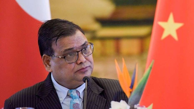 https: img-z.okeinfo.net content 2019 10 07 18 2113848 mantan-ketua-parlemen-nepal-ditangkap-atas-tuduhan-pemerkosaan-QwG011KGqb.jpg